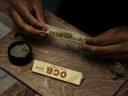 rolling joints at home with ocb papers
